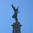 Mont-royal公園の前に立つ女神像